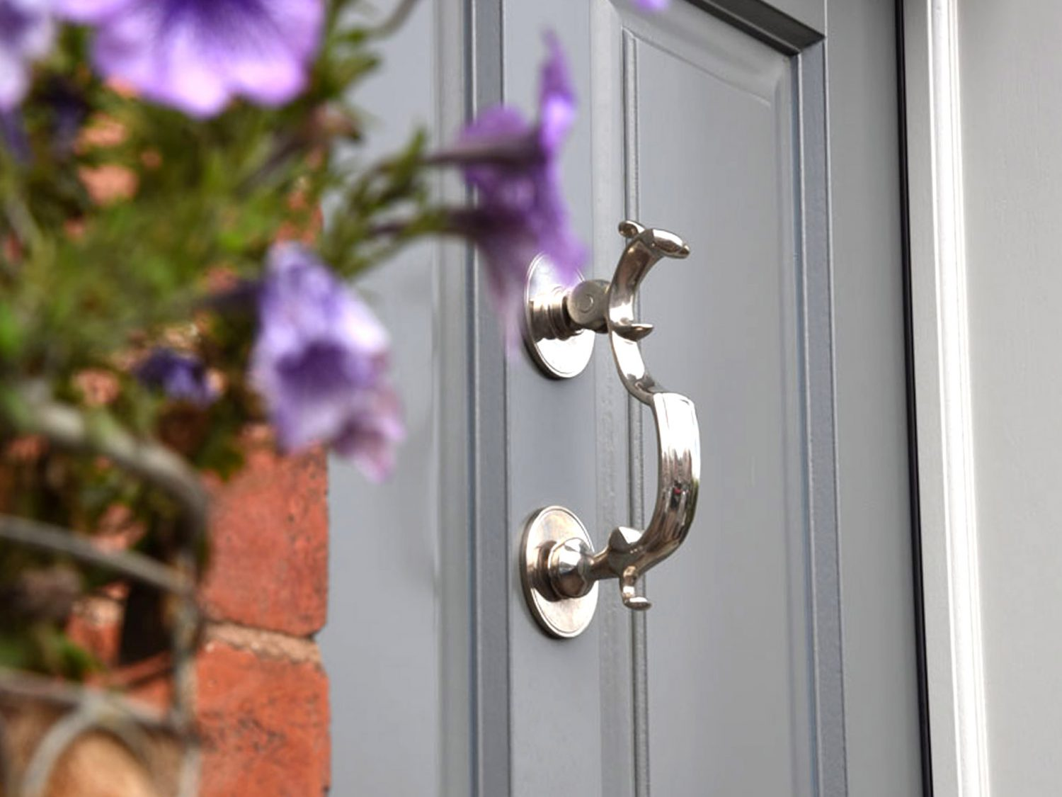 A buyers guide to choosing your exterior door furniture